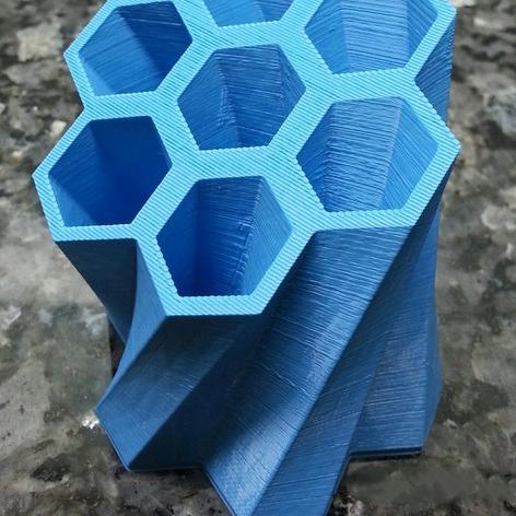 蜂巢状笔筒3D打印模型,蜂巢状笔筒3D模型下载,3D打印蜂巢状笔筒模型下载,蜂巢状笔筒3D模型,蜂巢状笔筒STL格式文件,蜂巢状笔筒3D打印模型免费下载,3D打印模型库